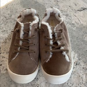 Madden NYC Brenen taupe lace up shoes